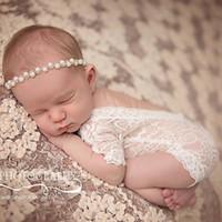 детские боди черные белые оптовых-Новорожденных кружева комбинезоны новорожденных девочек мальчиков комбинезоны Детские симпатичные черный белый фото одежда мягкие кружева боди 0-3 м