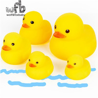 Vente en gros - 10pcs / pack 4x4cm Cute Baby Girl Boy Bath Bathing Classique Jouets Rubber Race Squeaky Ducks Yellow Vente