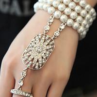 perle manschette armband braut großhandel-Dehnbare Perlen Braut Armbänder mit Ringen 2017 The Great Gatsby Gleiche Art formale Party Wear Manschetten mit Kristallen auf Lager