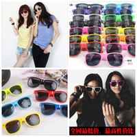 Wholesale Wholesale Trendy Fashion Frames - UV 400 Cool Retro Sunglasses Retro Non-Mainstream Unisex Fashion Vintage Retro Trendy Sunglasses 15 Colors YYA153
