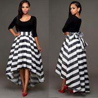 siyah beyaz çizgili etekler toptan satış-Kadın Siyah ve Beyaz Elbiseler Ayak Bileği Uzunluk Yüksek Düşük Elbise İki parça Suit Katı Renk Yarım Kollu O Boyun T-shirt Ve Çizgili Etek