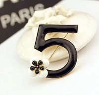 Wholesale Fashion Flower Pins - Fashion Luxury Charm Infinity letters brooches Flower scarf buckle rhinestone brooch
