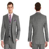 estilos de esmoquin gris al por mayor-Slim Fit trajes de hombres Gris claro 13 estilo trajes de novio esmoquin muesca solapa mejor hombre padrino de boda trajes de novio novio (chaqueta + pantalones + chaleco).