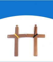 plastik gekreuzt groihandel-Halloween-Verzierungen aus Kunststoff Jesus Kreuz Masquerade Requisiten für Cosplay-Lieferungen Halskette Kreuz Anhänger mit String