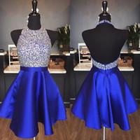 vestido com cristais sem costas venda por atacado-Royal Blue Satin Backless Vestidos Homecoming Jewel Halter Lantejoulas de Cristal Sem Encosto Curto Vestidos de Baile Vestidos de Festa Vermelho Sparkly