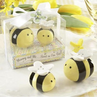 Wholesale Perfect Party Favors - Wholesale- Lovely Ceramic Bee Salt & Pepper Shakers for Wedding Favors Perfect Wedding Gift
