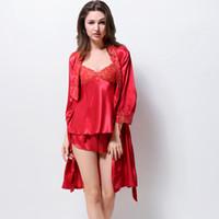 pijamas vermelhas femininas venda por atacado-Red Satin Silk Pajamas Feminino Lace Pajama Define Sexy Emulação Silk Pijama conjunto de três peças Robe + suspensórios + Curto 3215