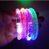 xmas halkaları toptan satış-LED Flaş Göz Kırpışı Işıltı Rengi Işık Değiştirme Akrilik Çocuk Oyuncakları Lambası Işıklandıran El Yüzüğü Partisi Floresan Kulüp Sahne Bileklik Bileklik Xmas