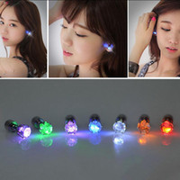 LED Flash Pendientes Flash Iluminación Hasta Bling Ear Studs Pendientes Club Party Cool Pendiente Regalo 500pcs OOA2950