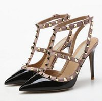 Designer Pointed Toe 2-Strap Studs talons hauts Patent Leather rivets Sandales Femmes Studded Strappy Dress Shoes Valentine talons hauts Chaussures