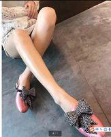 strass mokassin großhandel-2017 Frauen Schuhe schwarz blau rosa Satin Strass Perlen Perle Schmuck Knoten Schmetterling Stickerei Slip auf Loafers Mokassins Hausschuhe