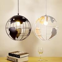 weißer globus anhänger großhandel-Moderne Globe Pendelleuchten Schwarz / Weiß Farbe Pendelleuchten für Bar / Restaurant Hohlkugel Deckenleuchten Dia 200mm (7,87 in)