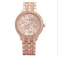 faux diamanten großhandel-Frauen-Genf-Faux-Perlen-Blumen-Kettenarmband-Handgelenk-analoge Quarz-Vorwahlknopf-Uhr 1PC Ladys Rose Gold mit Diamant-Stahlband-Quarz-Uhr