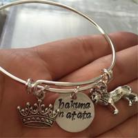 könig armband großhandel-12pcs Lion König inspiriert Armband mit Löwen Krone und Hand gestempelt Hakuna Matata Charme