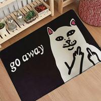 samtboden großhandel-Katze mit Mittelfinger Türmatten Coral Velvet Teppich Humorous Lustige Worte gehen weg Eingang Indoor Bodenmatte rutschfeste Fußmatte Teppich