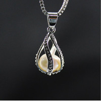 Wholesale White Pearl Pendant Necklace - 2017 luxury Screw water fluorescent condole drop high-grade fresh Pearl oysters lover locket Pendant statement necklaces for girls Jewelry