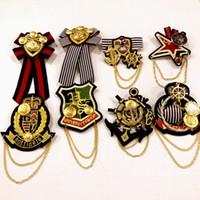 broche de blazer venda por atacado-Moda jóias mulheres acadêmicas pin badge / handmade tecido bordado cadeia broche crianças homens blazer camisa acessórios / broche / corsages atacado
