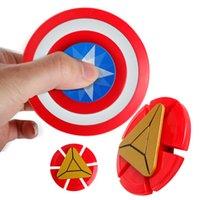 ingrosso schermi di giocattoli in plastica-Vendita calda di plastica Captain America Shield Spinner Fidget Toy aiuta a concentrarsi per bambini Adulti Riduttore di stress Punta delle dita Giroscopio DHL gratis