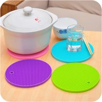 Wholesale silicone pot holders for sale - Group buy Heat Resistant Mat Round Silicone Non Slip Pot Holder Pad Table Honeycomb Cushion Creative Home Kitchen Accessories xh F