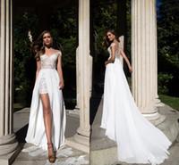 vestido de verano de encaje blanco al por mayor-Vestidos de boda 2017 de la gasa del cordón de la playa del verano del barrido del tren de la envoltura blanca de los hombros cubiertos los vestidos de Bohemia de Bohemia baratos