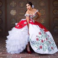 cuentas de coral blanco al por mayor-2017 elegantes vestidos de bola de satén blanco rojo bordado vestidos de quinceañera con cuentas dulce 16 vestidos 15 años de baile vestidos QS1011