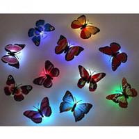 ingrosso belle lampade da notte-Farfalla LED ABS Bella farfalla LED Night Light con ventosa Multicolor Invia in ordine casuale