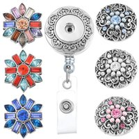 8.5cm * 3.3cm Retractable Badge Reel Clip On Card Holder Avec 3pcs Round Flower Broches DIY Boutons Charms Bijoux N154S