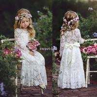 uzun uzun çiçekli kız elbiseleri toptan satış-Boho Sweety Uzun Kollu 2020 Kılıf Çiçek Kız Elbise Jewel Illusion Yay ile Seksi Geri İmparatorluğu Dantel Aplikler Kat-uzunluk Pageant Abiye