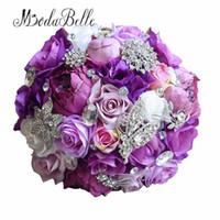satin rosen blumenstrauß großhandel-modabelle Seide Hochzeit Blume 2018 Künstliche Rose Bouquet Brautjungfer Bouquets Rosen Lila Akzent Brosche Brautstrauß