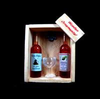 miniatur sammlerstück großhandel-Sammlerstück im Maßstab 1/6 Puppenhaus Puppenhaus Miniatur 2 Champagner Weinflaschen mit Tasse / Becher auf Kiste Holzregal Kühlschrankmagnet