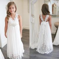 gelinlik plaj kızı toptan satış-2019 Yeni Varış Boho Çiçek Kız Elbise Düğün İçin Plaj V Boyun Bir Çizgi Dantel ve Şifon Çocuklar Beyaz Gelinlik Custom Made