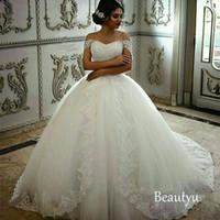 vestido de encaje blanco nigeria al por mayor-Vestidos de novia Vintage hombro Hombro 2017 Apliques Lace Up Mujeres largo Puffy Ball Gown Tallas grandes Blanco Nigeria Vestidos de novia