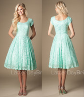 Mint Green Vintage Lace Short Bridesmaid Dresses Modest 2017 Scoop Simple Wed Party Dresses With Cap Sleeves A-line Knee Length Custom Made