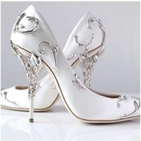 satin-schuhe mit niedrigem absatz groihandel-2017 Kunstvolle Filigrane Blatt Weiße Frauen Pumps Chic Satin Stiletto Heels Low Cut Vamp Spitz High Heel Schuhe