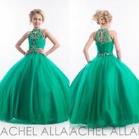 zümrüt balo kıyafetleri toptan satış-Rachel Allan 2016 Glitz Zümrüt Yeşil Kızlar Pageant Elbiseler Halter Yüksek Boyun Tül Boncuklu Kristaller Çocuklar Doğum Günü Balo Abiye