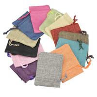ingrosso mini sacchetti di lino-Vendita all'ingrosso Multi colori Mini sacchetto di iuta Borsa di tela di lino piccola borsa con coulisse Anello gioielli sacchetti di nozze Bomboniere Confezione regalo