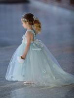 falda de espagueti al por mayor-Sweety Serenity Blue 2019 Princesa Vestidos de niña de flores para la boda en la playa Spaghetti Hecho a mano Flor 3D Tulle Tiered faldas Vestido de comunión