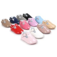 Wholesale Pre Walker Babies - Baby shoes new baby girls Patent leather shoes Infant kids Pre walkers toddler kids leisure shoes soft bottom baby first walkers A0645