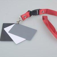 tarjeta gris digital al por mayor-Al por mayor- Andoer 3 en 1 Digital White Black Gray Balance Cards 18% Gray Card de bolsillo para fotografía digital con correa para el cuello