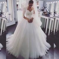 robe de mariée en porcelaine achat en gros de-2018 spaghetti straps robes de mariée en robe de bal avec perles sexy robes de mariée dos nu gonflées douces robes de mariée en tulle doux de la chine