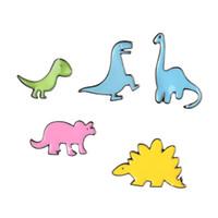 ingrosso perni gialli-Cute Spilla di dinosauro Spinosaurus giallo Dinosauri Smalto Pin Spilla Badge Zaino Camicia Colletto Decor Donna Uomo Accessori
