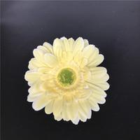 crisantemo amarillo de seda al por mayor-Cabezales de flores de Daisy artificial de seda amarillo 11 cm Real Touch Flores de seda de Daisy Girasoles de crisantemo Flores Decoración de Patry de boda