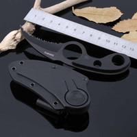 couteau griffe d'ours achat en gros de-SWHRT2 Couteau à lame fixe Karambit avec griffe dentelée Lame crantée en ABS Poignée Tactique Chasse Survie Utilitaire de poche Collection EDC