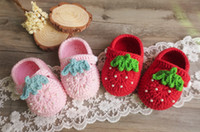 Wholesale Shoes Strawberry - crochet Infant Shoes Autumn strawberry knitting shoes Cute handmade Pearl Newborn First Shoeses Little Girl first walkers C1838