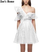 beyaz pembe elbise kısa toptan satış-2017 pist yeni gelmesi kadınlar kapalı omuz ruffles yaka mini kısa dantel dress pembe beyaz siyah