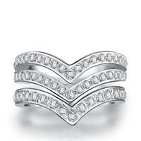 verlobungsring v form großhandel-Ausgezeichnete Doppel V Form Synthetischer Diamant Weiblicher Verlobungsring Solide 925 Sterling Silber Weiß Gold Abdeckung Hochzeitstag Ring