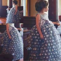 einzigartiges mädchenprinzessinkleid großhandel-Handgemachte Blumen Ballkleid Blumenmädchen Kleider für Hochzeiten Schärpe einzigartiges Design Mädchen Festzug Kleid Prinzessin personalisiert Kids Party Kleid
