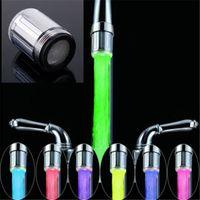 grifo de corriente al por mayor-Al por mayor- LED Water Faucet Stream Light 7 colores que cambian Glow Shower Tap Head Sensor de temperatura de cocina Tap TE Accesorios de cocina