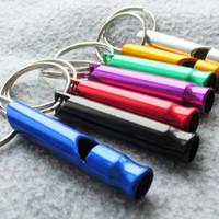 colar de choque pequeno venda por atacado-100 pçs / lote Liga de Alumínio treinamento do cão de estimação assobios apito ao ar livre de primeiros socorros com chaveiro cores misturadas disponíveis