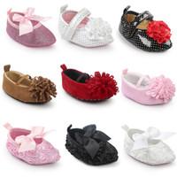 pisos de arco de otoño al por mayor-14 Estilos Baby First Walker Shoes 2017 Primavera Otoño Baby Fashion Rose Flower Bow Princesa Soft Sole Mocasín Zapatos de Punta Plana